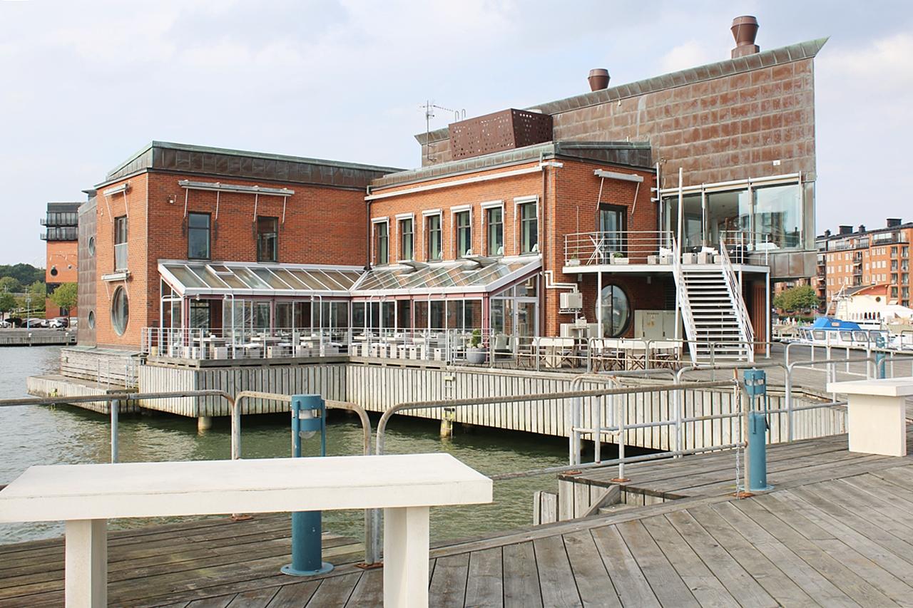 River Restaurant on the Pier