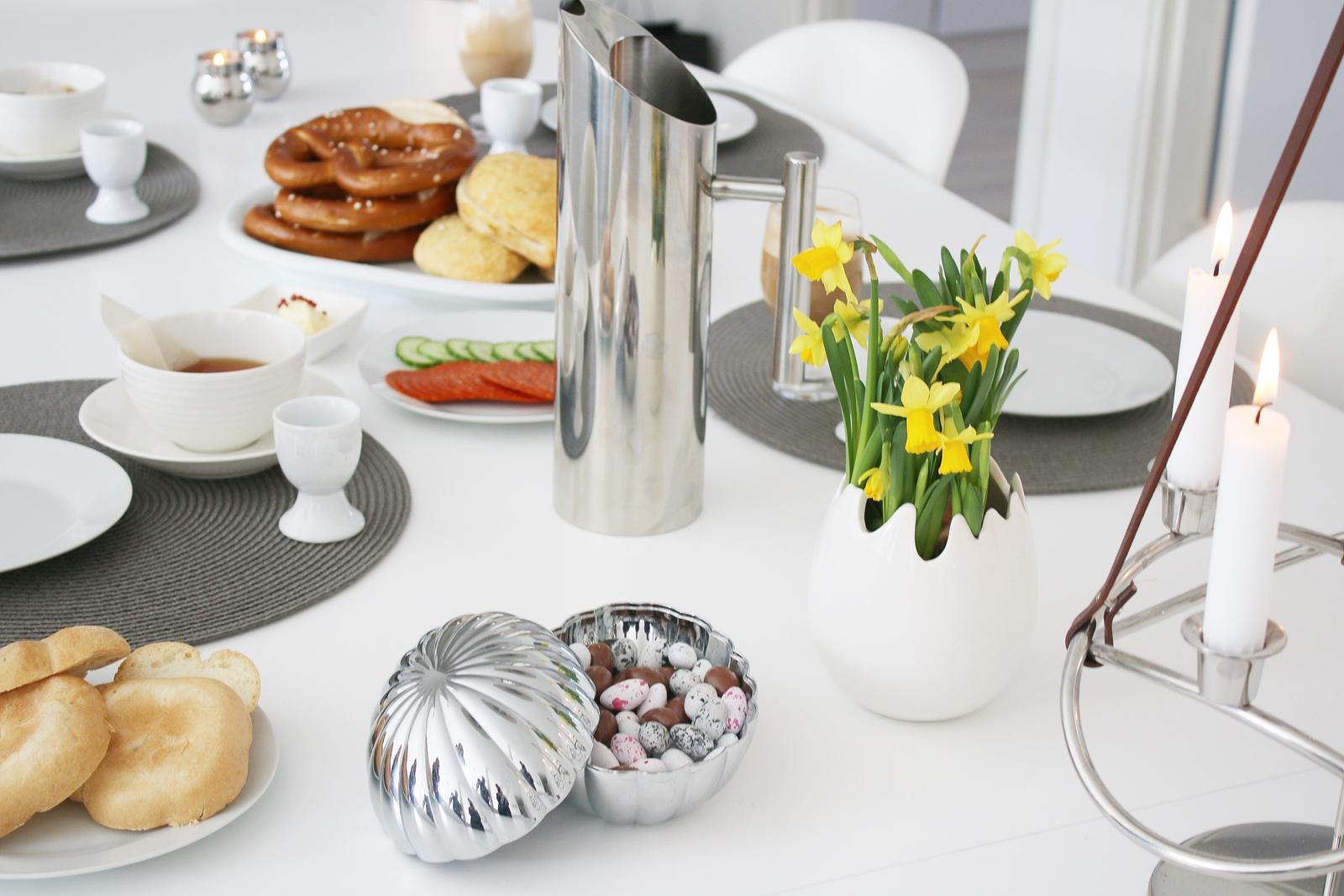 Påskaftons morgon startar med en lång och lat frukost
