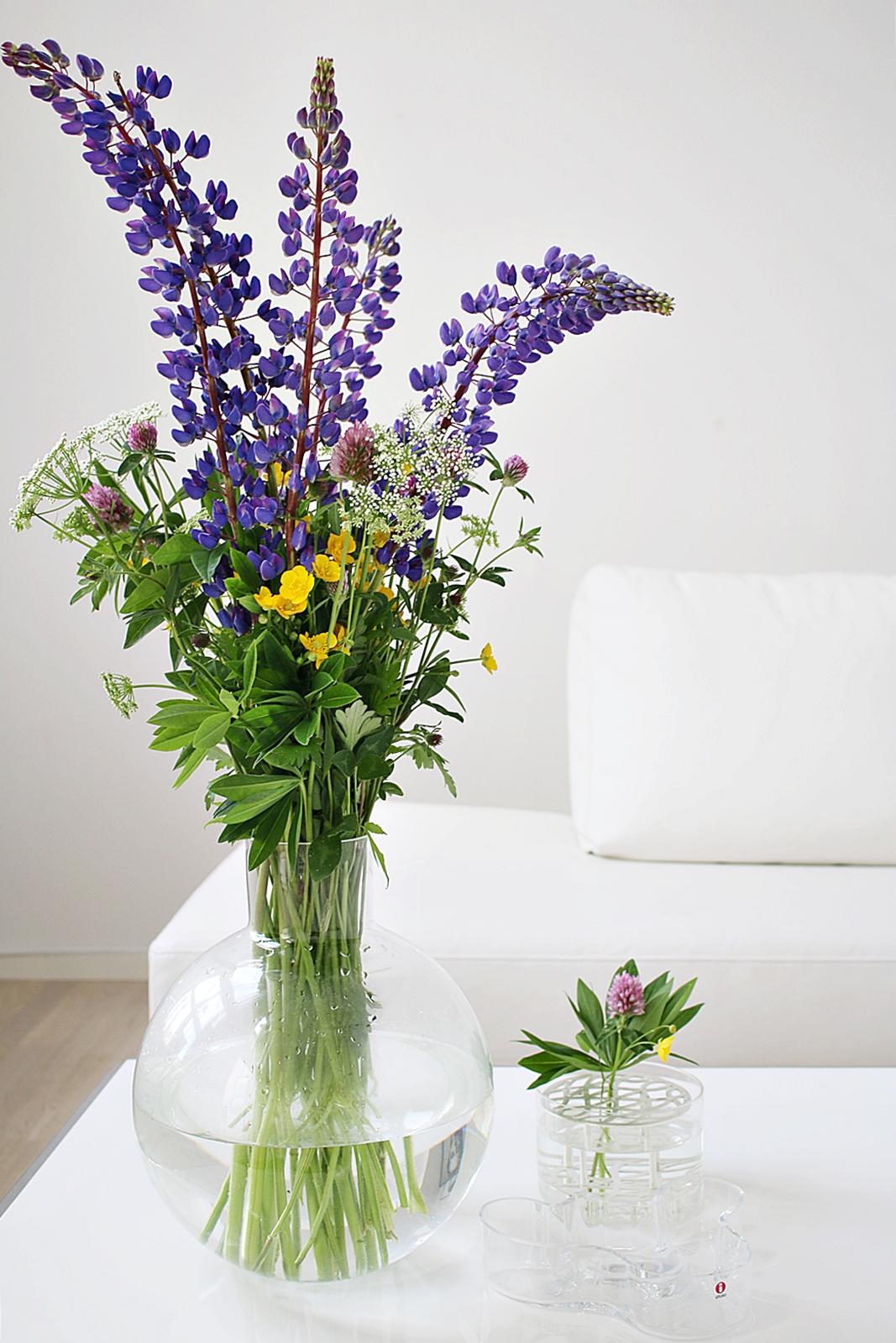 Vilda blommor och flickornas skolavlutning