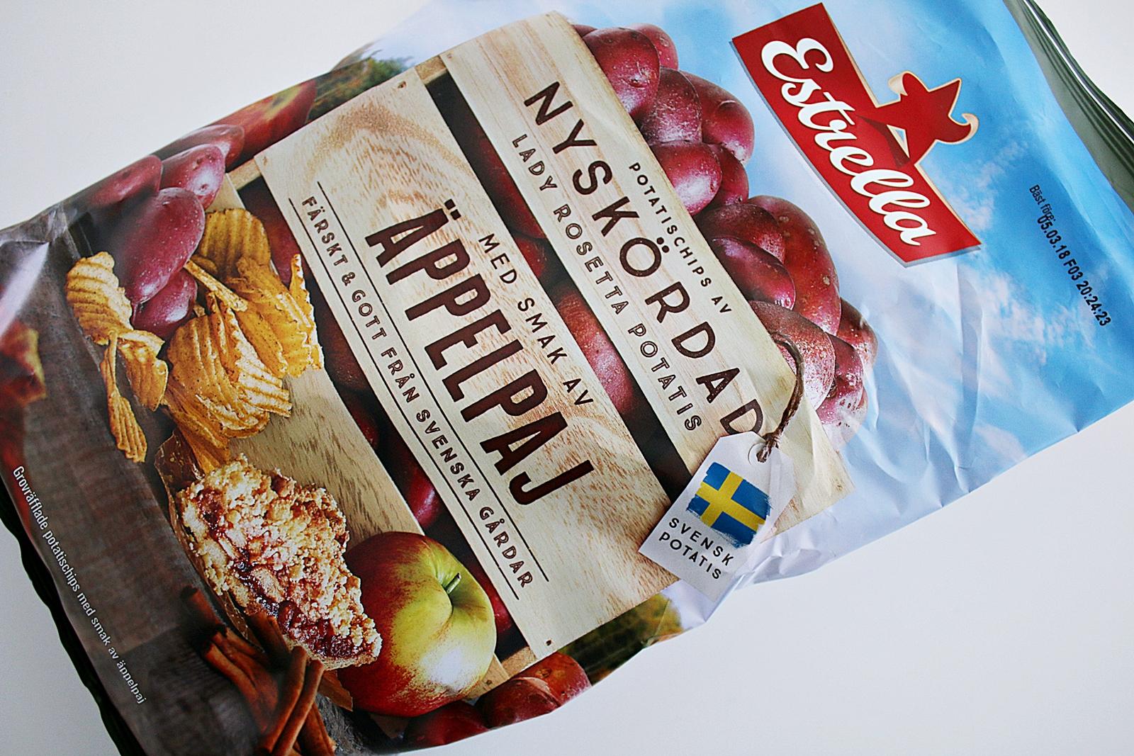 Testar nya konstig smak på chips från Estrella med äppelpaj smak