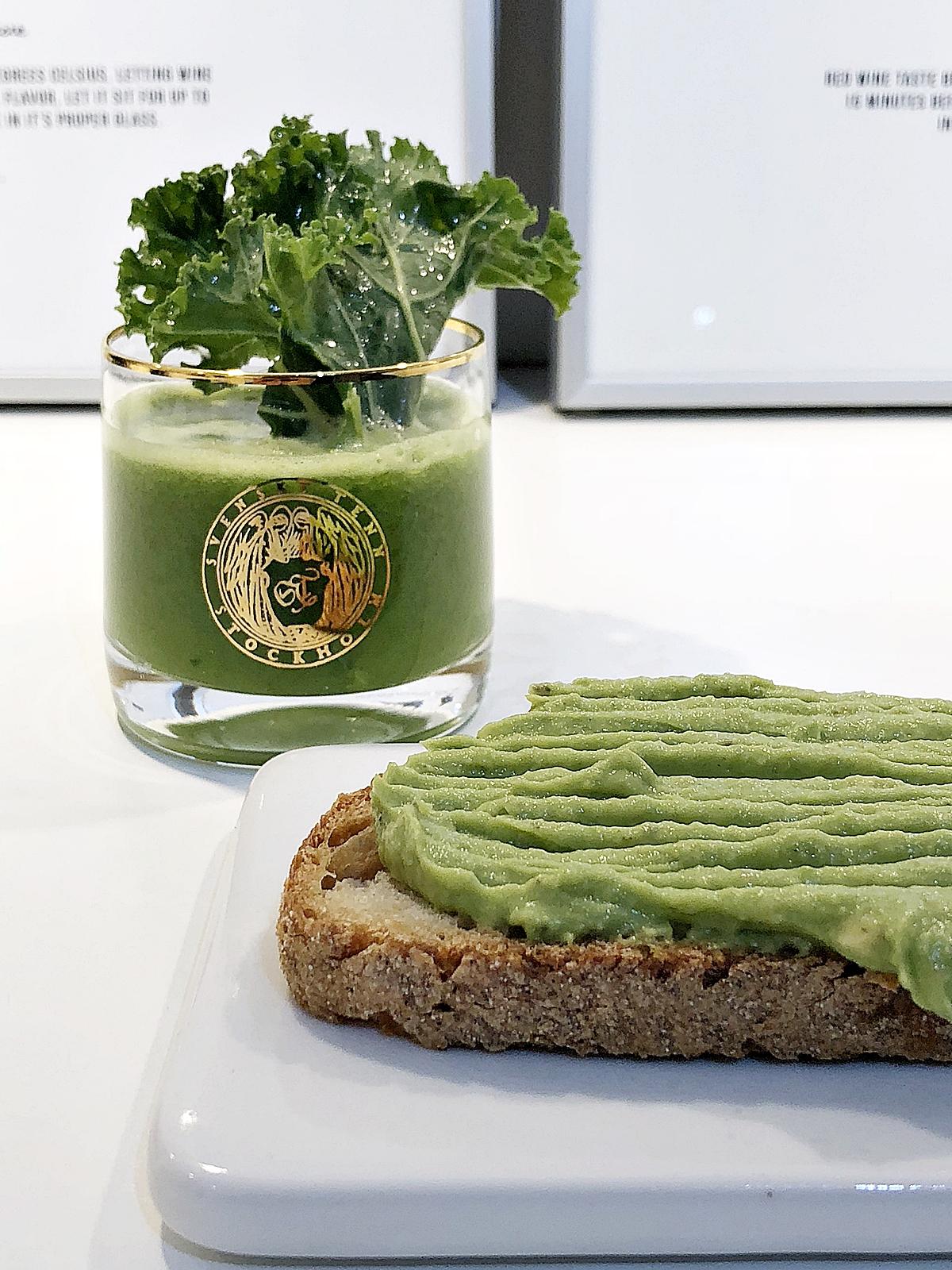 En grön god frukost med färska råvaror