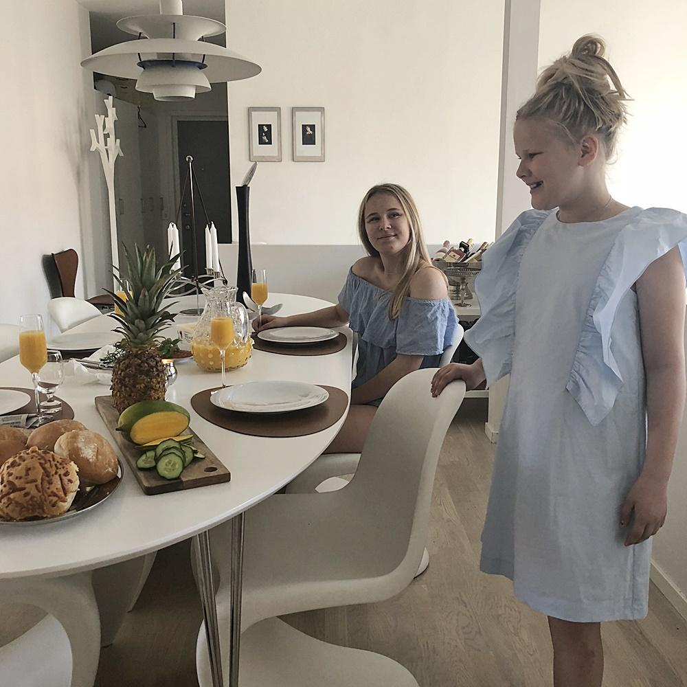 Att vakna upp till denna sommarvärme och ett dukat frukostbord